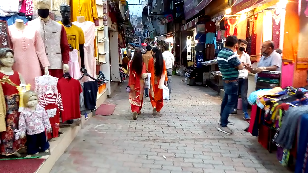 Shopping in Mall Road of Solan